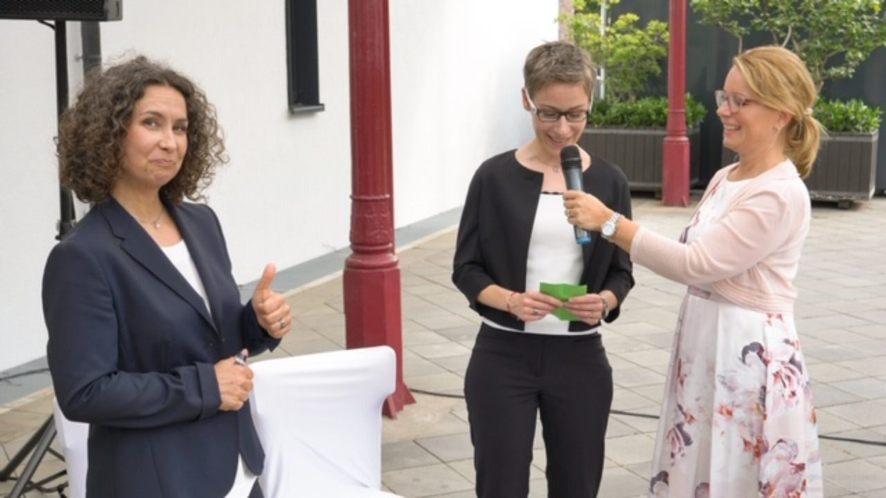 Die Freie Rednerin Michaela Derenbach auf ihrer ersten Freien Trauung in Köln